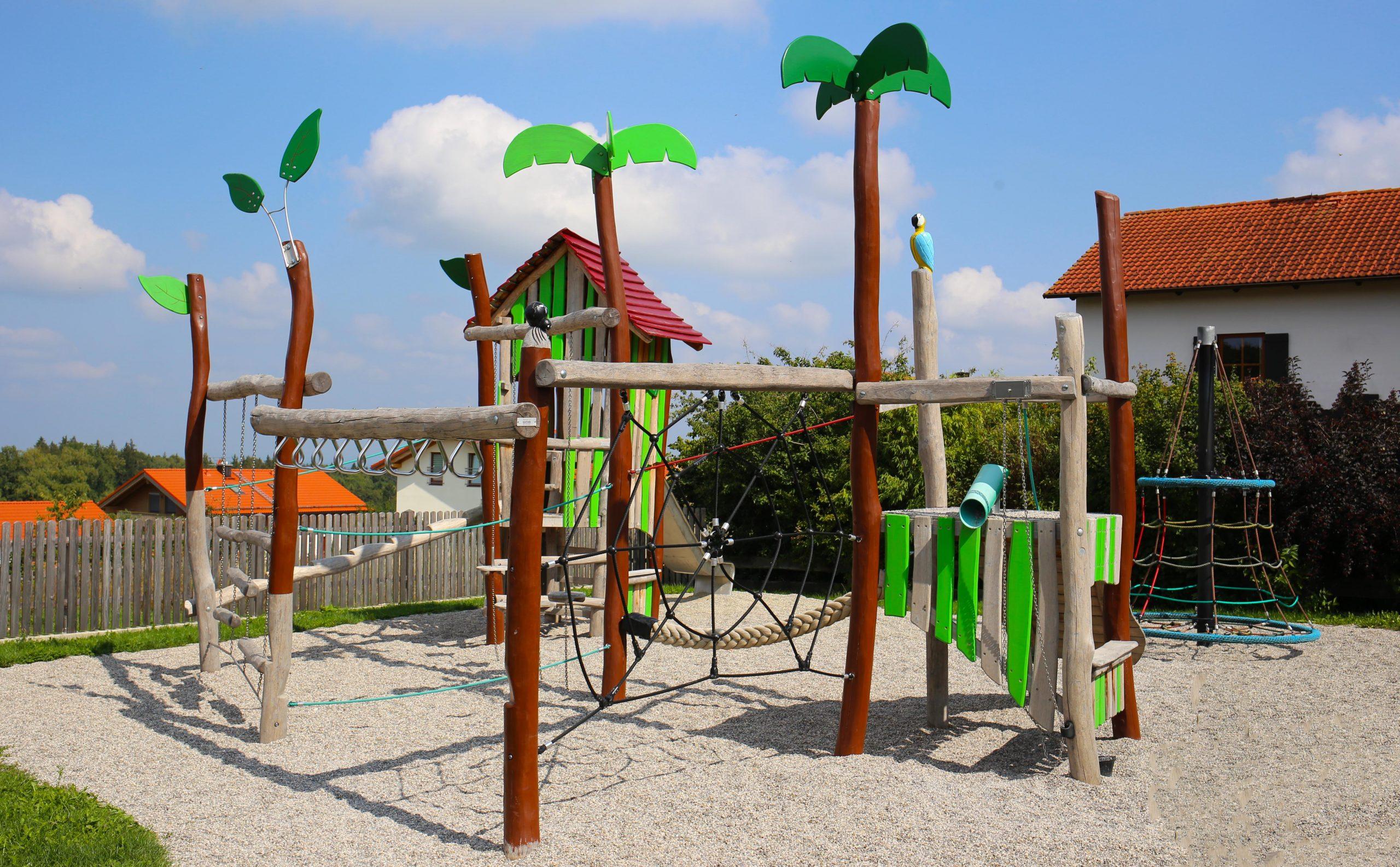 Themenspielplatz Robinson Safari Palmen Papagei Spielkombination Robinie Naturgewachsen Robinie Spielplatz Langlebig Sonderbau Liebe Detail Kletterkombination